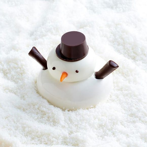 A dessert made to look like a snowman