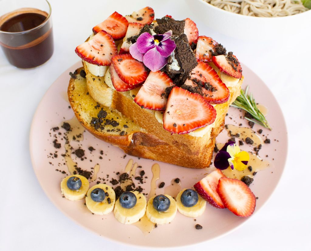 Layers of toast topped with fruit and crushed biscuits