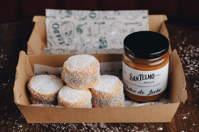 Gift pack of four cookies dusted with icing sugar