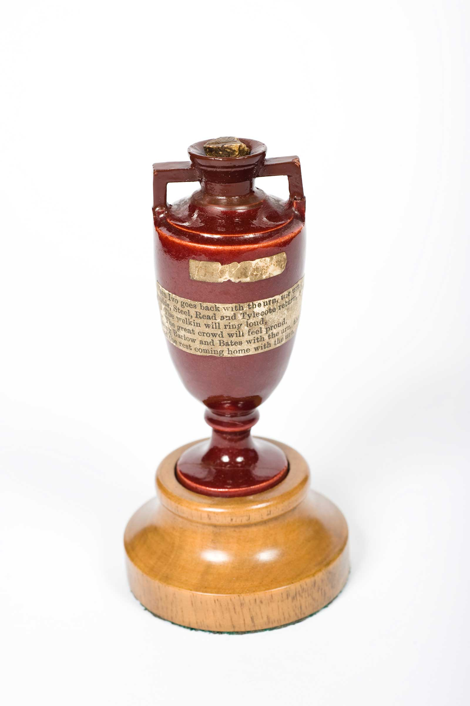 An ashes urn