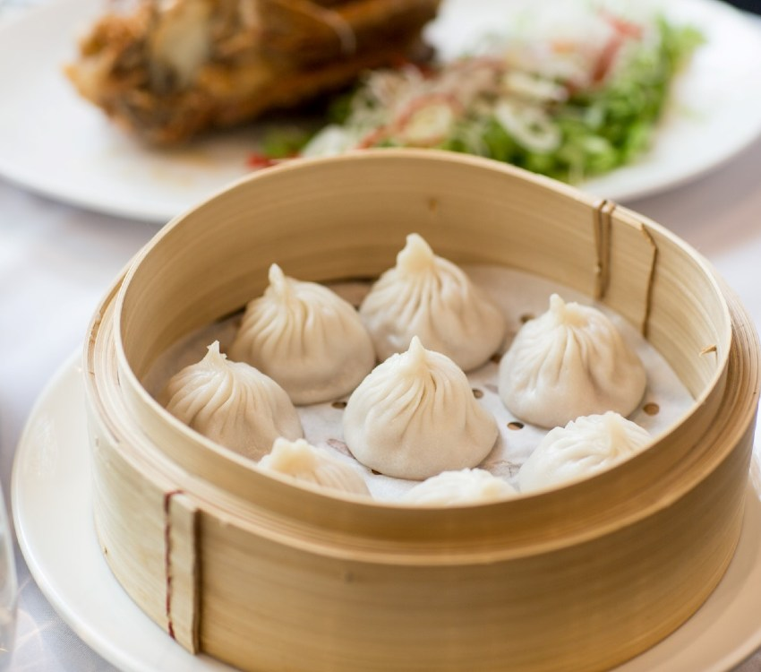Dumplings in a bamboo steamer