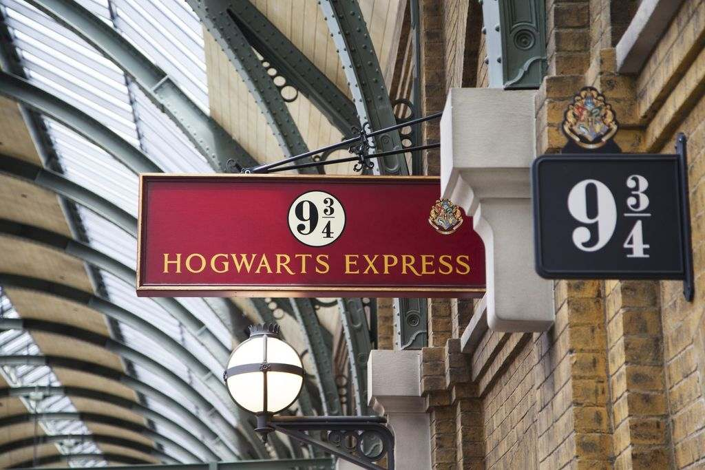 A train station platform with a sign that says Hogwarts