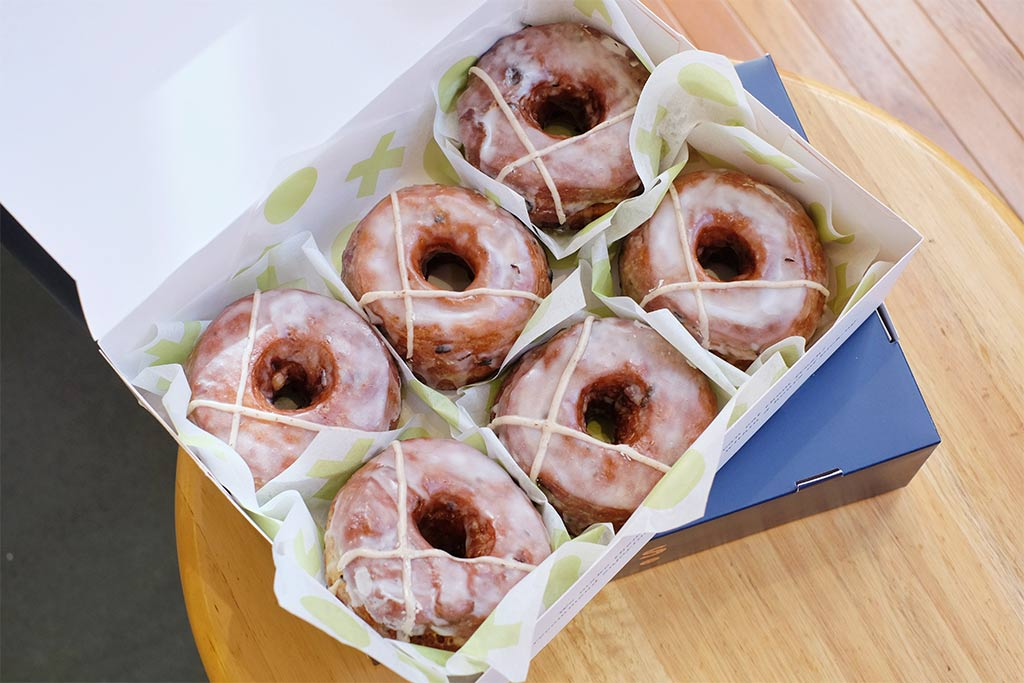 6 iced donuts in a takeaway box