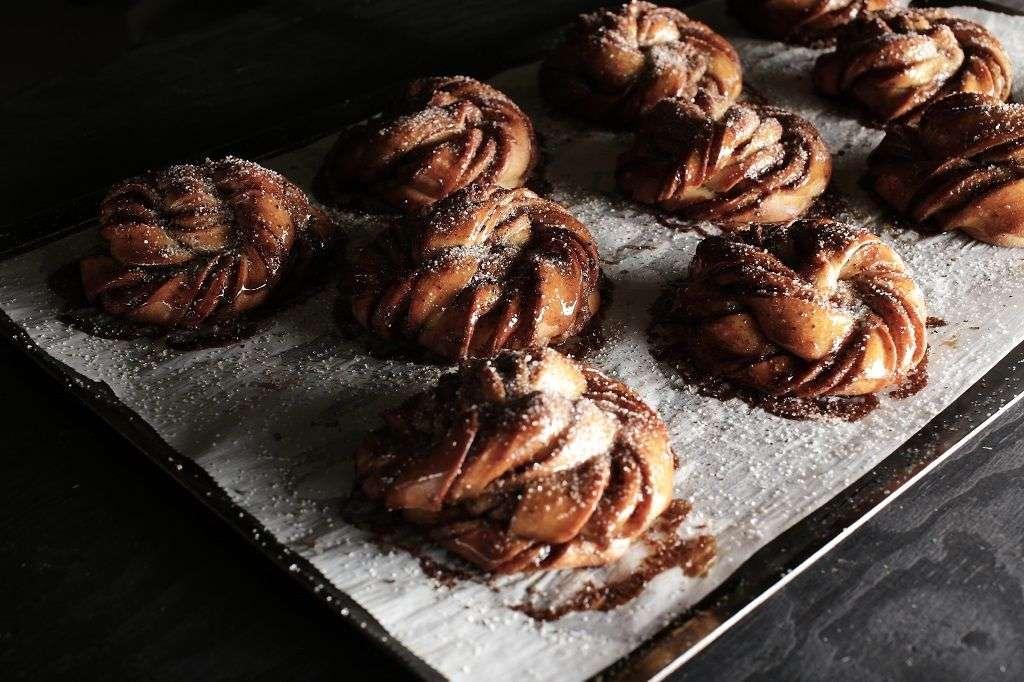 A tray of freshly baked cinnamom buns