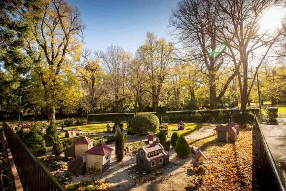 How to find Melbourne's secret gardens on foot